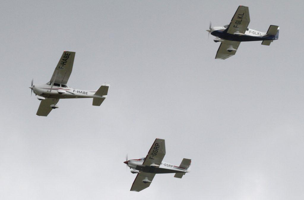 """Les 3 avions de l'aéro-club forment la """"Patrouille d'Abbeville"""" qui participe aux diverses commémorations de la ville."""