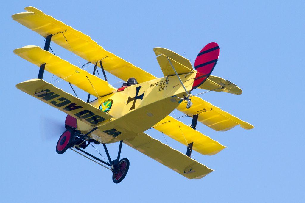 Fokker DR1. C'est une réplique à échelle 3/4 de l'avion du Baron Rouge as allemand qui s'est illustré dans la région lors de la première guerre mondiale. Construit par Patrice Fournier qui l'a cédé à Jean-Jacques Monvoisin.